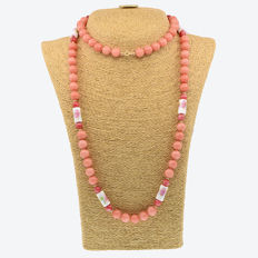 18k/750 yellow gold necklace with rhodonite, jade and porcelain - Length, 103 cm.