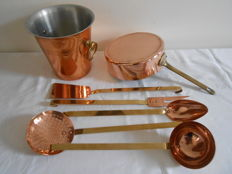 Saucepan Tournus France _ wine cooler _ 5 kitchen attributes in red and yellow copper.