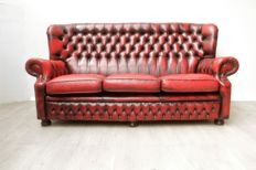 Red leather padded Chesterfield style sofa, England, circa 2000 2000
