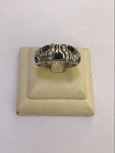 14 kt White gold ring band set with diamond and sapphire. 0.68 ct in total – size 17 – No Reserve