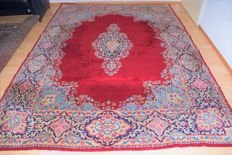 This is an excellent Persian carpet, Kerman - 20th century, around: 1970, with certificate of authenticity