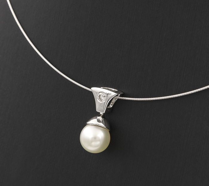 White gold 18 kt - Choker with pendant - Diamond 0.10 ct  - Akoya pearl of 8.10 mm in diameter