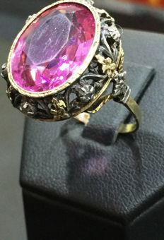 Ring in gold and silver with synthetic gemstone