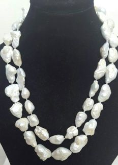 Long necklace composed of freshwater pearls – Length: 122 cm – XL Pearls of 35 to 19 mm.