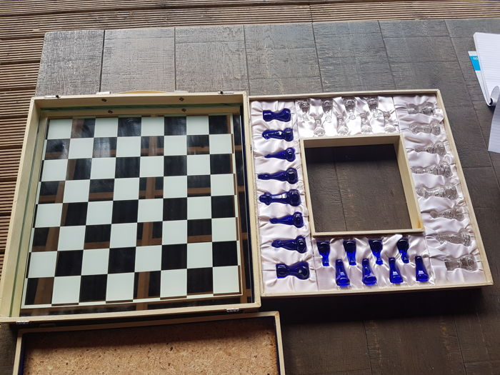 Villeroy & Boch glass chess set
