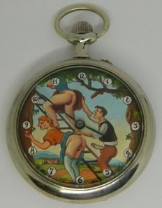 Pocket Watch with sex scène in the orchard: two farmer girls and a young man - 1920