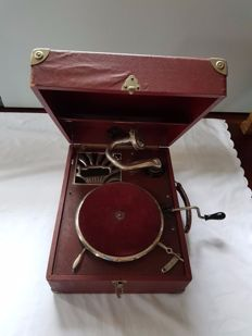 Supraphoon 78 rpm suitcase gramophone with manual winding mechanism