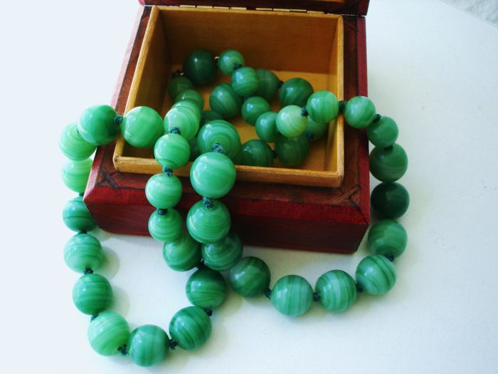 Vintage (1960s) Chinese Export to USA - Necklace with Jadeide coloured Peking glass beads and clasp - NO Reserve