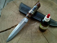 1x Damascus - hunting knife/outdoor/camping + 1x small Damascus steel axe + 100 ml Camellia care oil to maintain the blade and the handle