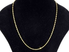 18k Gold Necklace. Chain Singapore - 55 cm - No reserve price.
