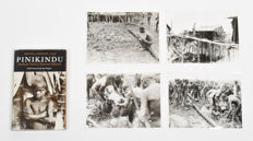 4 black and white picture of funeral Asmat + 1 Book Pinikinfu - Papua New Guinea