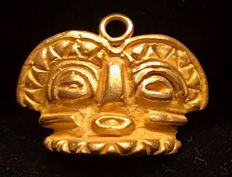 South America. Interesting Tumbaga Gold artifact , Colombian Tairona Culture  - 22 x 29 x 13 mm , 9,27 grams, A pendant of a Ritual tribe mask