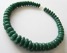 Emerald necklace – 14 kt gold – approximately 790 ct.