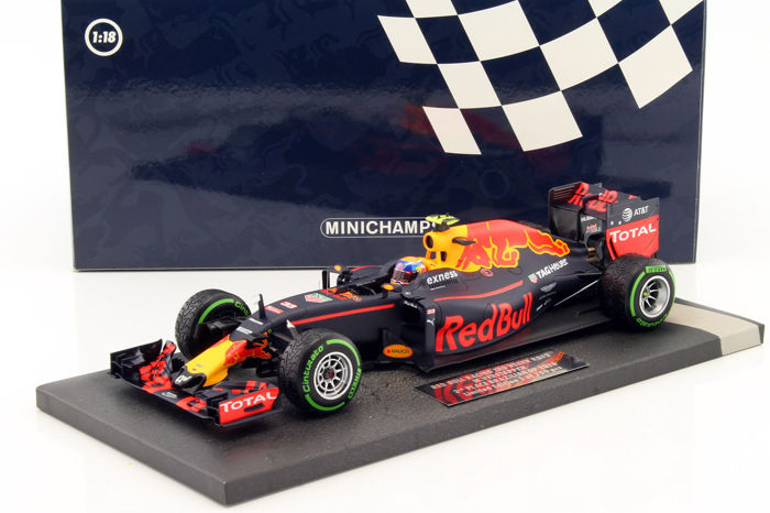 Minichamps - Schaal 1/18 - Red Bull Racing TAG Heuer RB12 M. Verstappen 3rd Place Brazilian GP 2016
