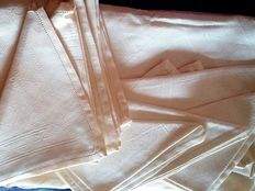 Flanders linen tablecloth for 12