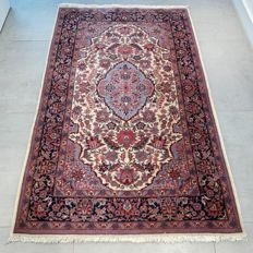 Magnificent, finely knotted Kashmir Isfahan carpet – 163 x 101 – special design
