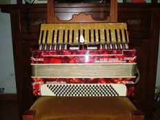 Accordion Cav. Silvio Soprani & F.llo Recanati 120 bass range lever sound, ca. 1930s/1960s, some small work, original case for its age not perfect, as shown in photos