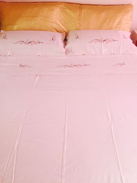 Bed sheet with satin stitch embroidery - pure cotton - beige - Italy - 20th century