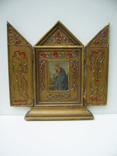 Wooden house altar - as travel item