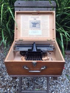 Unique Picht braille typewriter in nice wooden box