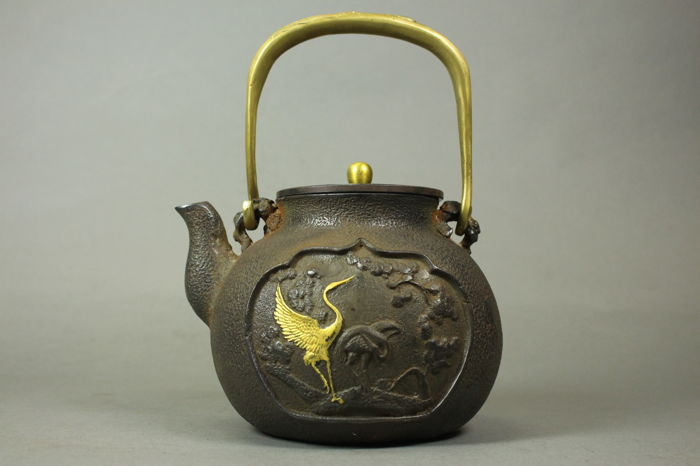 A  iron pot teapot - China -21th century