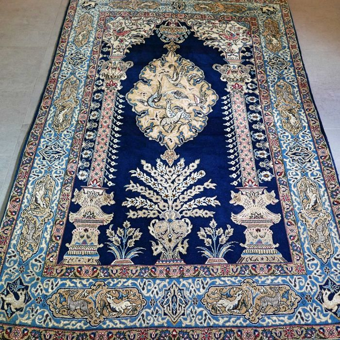 Magnificent vase pattern Qom Persian carpet – with certificate – 218 x 142 – very good condition.
