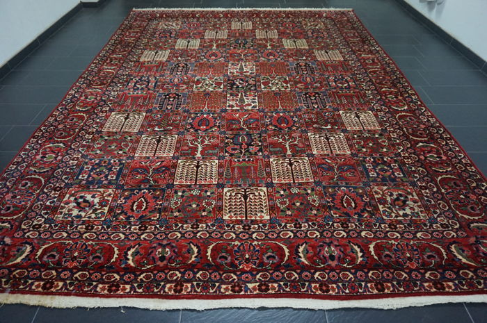 Original beautiful antique fields BAKHTIAR handwoven Persian carpet Bakhtiari plant-based colours, made in Iran, 300 x 400 cm