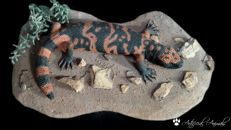 True-to-life Gila Monster replica, with desert-type groundwork - Heloderma suspectum - 40cm