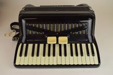 Accordion Crucianelli with storage case