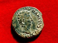 Roman Empire - Augustus (27 B.C. - 14 A.D.) bronze as ( 12,71 g. 27 mm.) minted in Celsa (Colonia Victrix Ivlia Lepida, actual Velilla del Ebro, Zaragoza) around 2 - 14 A.D. Bull. Rare.