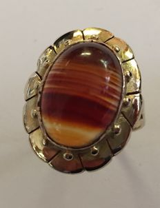 Gold ring with a striped agate.