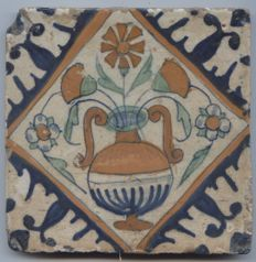 Square tile with a polychrome decor, first half of the 17th century.