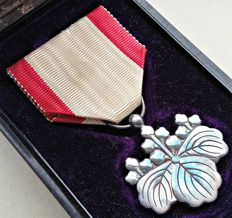 WWII. Japanese medal in box. Order of the Rising Sun Silver 8th class. Good condition!!