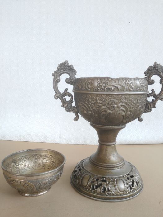 Ancient and large silver food warmer cup, finely chiselled and scalpelled with bronze casting handles, and inside a bronze casting container also full of engravings. English, period 1700s