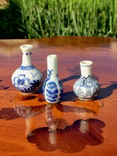 3 small porcelain dolls house vases - China - late 18th/early 19th century