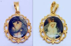 18 kt pendant — yellow gold medal with Christ and Virgin