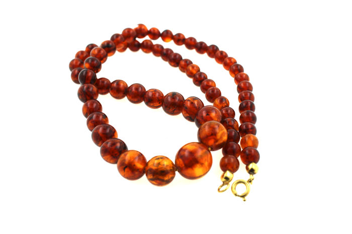 Antique amber necklace with 14 kt yellow gold clasp - length: 45 cm