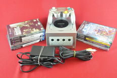 Nintendo Gamecube with 9 games eg Phantasy star, Medal of Honor and more