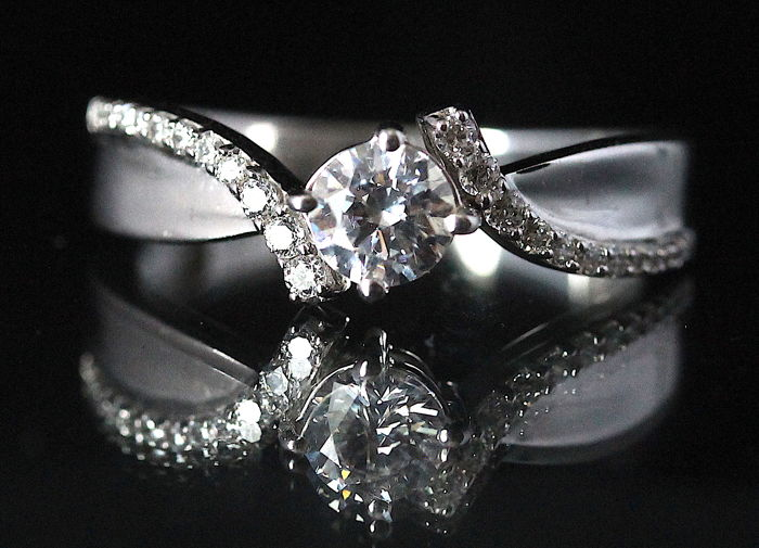 Diamond Ring with 1.21 ct in total – 18 kt White Gold – H/SI1 – Size 54 / 17 mm