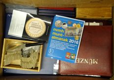 The Netherlands – various coins in albums, sheets and sets, a box full, approx. 16.5 kg.