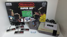 Nintendo NES Super Set in box incl 4 controllers, four score and games.