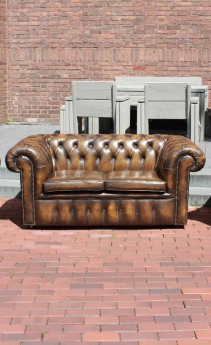 Gecapitonneerde Leren Bank.Leather Chesterfield Style Quilted Two Seater Sofa England Circa 1977
