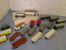 Märklin H0 - 20 different carriages of the DB