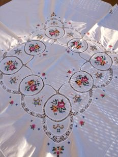 White cotton tablecloth, hand embroidered and crocheted. 125 x 120 cm.
