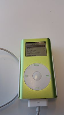 Apple iPod Mini with USB-cable