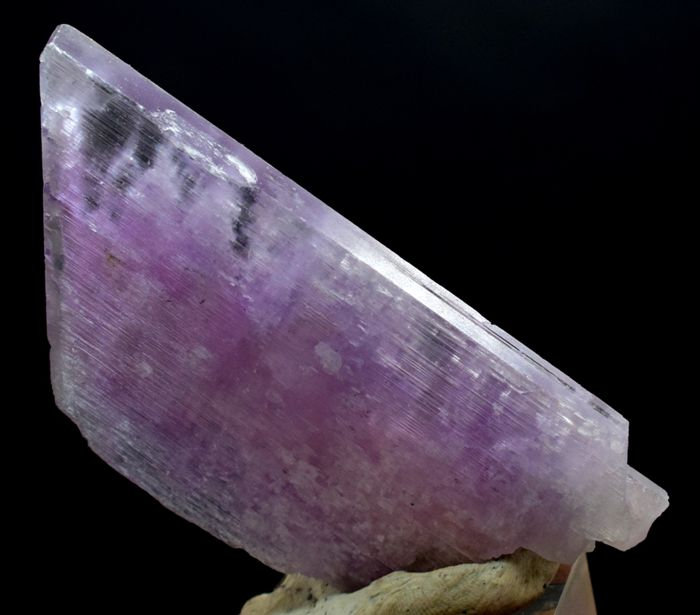 Terminated Complete & Undamaged Natural Hot Pink Kunzite Crystal - 113 x 51 x 13 mm - 139 gm