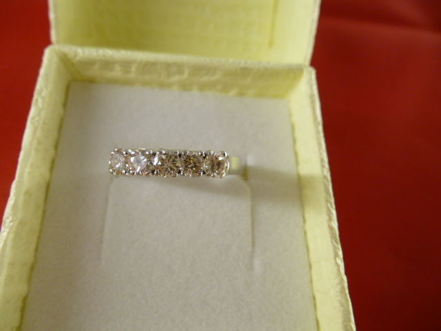 18 kt gold eternity ring with 5 diamonds, 0.50 ct - size 18