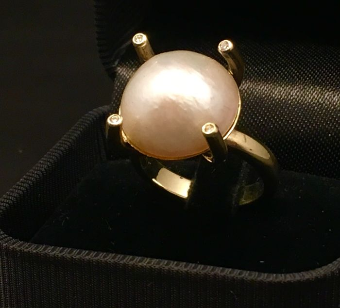 Yellow gold ring with freshwater pearl and diamond, 0.060 ct