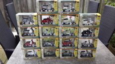 Maisto - Scale 1/18 - Lot with 18 Vespa models
