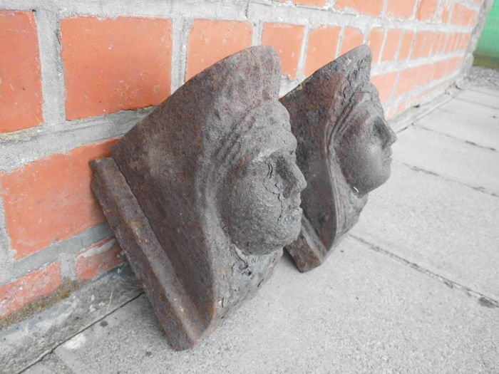 Corbels in cast iron - 16 cm